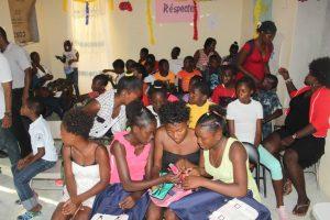 Distribution d'effets scolaires aux jeunes CAEJ - Haïti